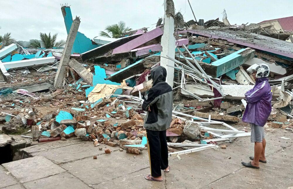 Hospital danificado após terremoto em Mamuju, província de Sulawesi Ocidental, Indonésia, 15 de janeiro de 2021
