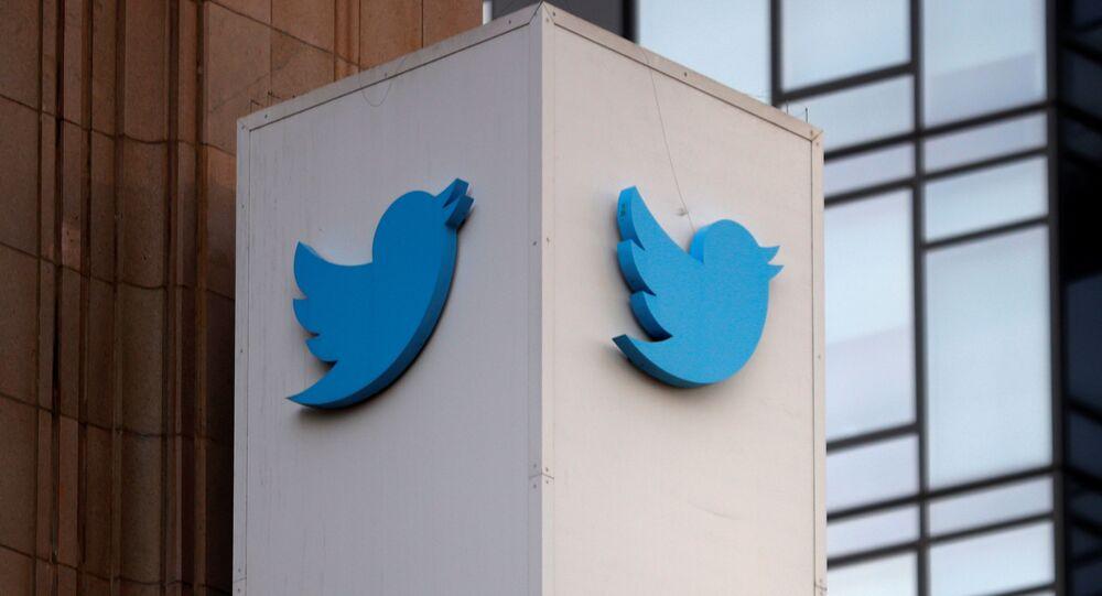 Logotipo do Twitter fora da sede da empresa em San Francisco, Califórnia, EUA, 11 de janeiro de 2021