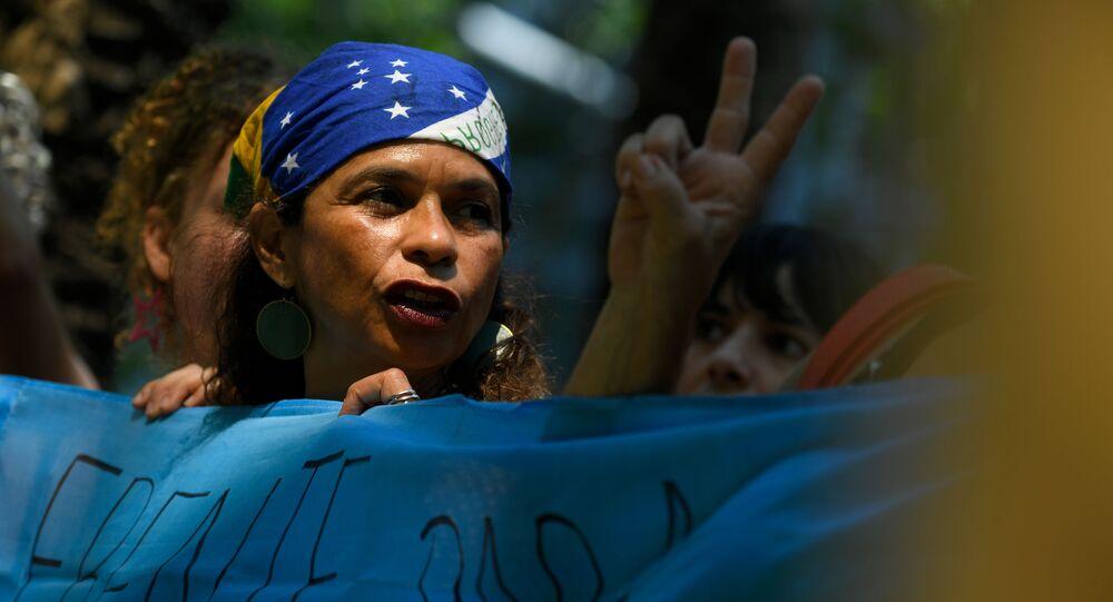 Manifestantes em ato contra a política ambiental do governo Bolsonaro, em Barcelona, Espanha, 23 de agosto de 2019