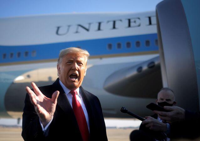Donald Trump, presidente dos EUA, fala à mídia na Base Conjunta Andrews em Maryland, EUA, 12 de janeiro de 2021