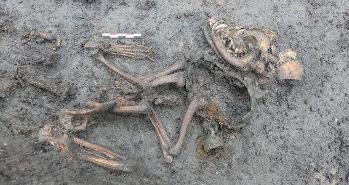 Escavações no local de sepultamento de uma criança na comuna francesa de Aulnat