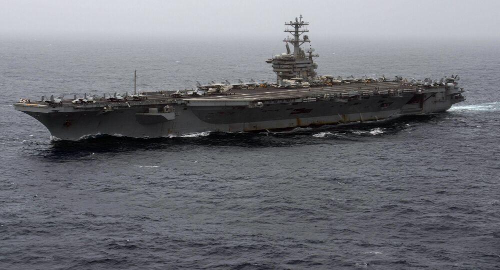 Porta-aviões USS Nimitz navega no mar Arábico, foto divulgada em 7 de setembro de 2020