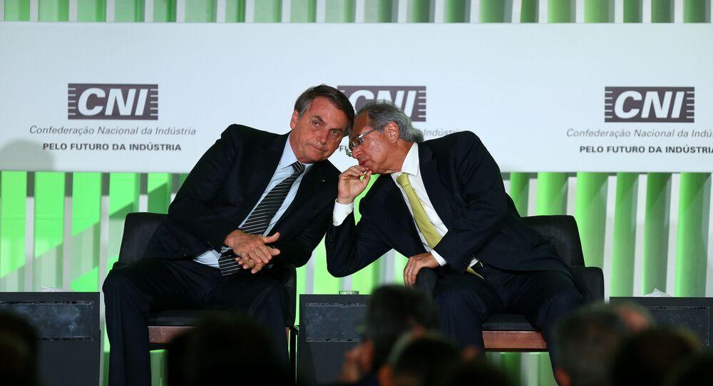 Jair Bolsonaro participa ao lado dos ministros Paulo Guedes e Luiz Eduardo Ramos e do presidente da CNI, Robson Braga Andrade, de evento com empresários na sede da sigla, em Brasília.