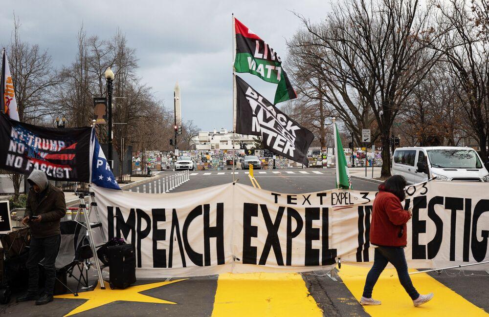 Manifestantes em uma das ruas perto do Capitólio em Washington, EUA