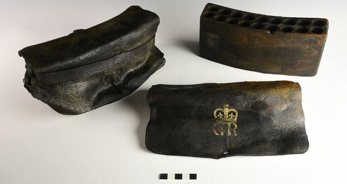 Bolsas de cartucho de couro encontradas no navio militar britânico HMS Apollo