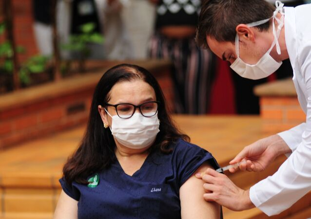 Início da campanha de vacinação contra coronavírus no Hospital das Clínicas da Unicamp, em Campinas