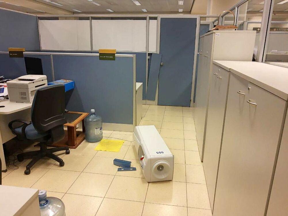 Danos em um escritório após terremoto de 6,4 na escala de Richter atingir a província argentina de San Juan