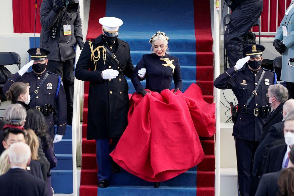 Lady Gaga chega para cantar o hino nacional dos EUA durante a 59ª cerimônia de posse em Washington, 20 de janeiro de 2021