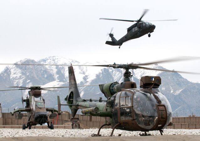 Helicópteros franceses Tigre e Gazelle durante operação no Afeganistão, na província de Kapisa (arquivo)