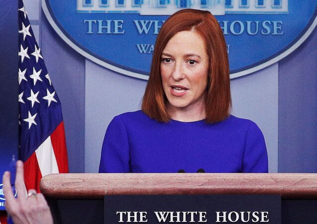 A secretária de imprensa Jen Psaki responde a perguntas dos jornalistas na Casa Branca