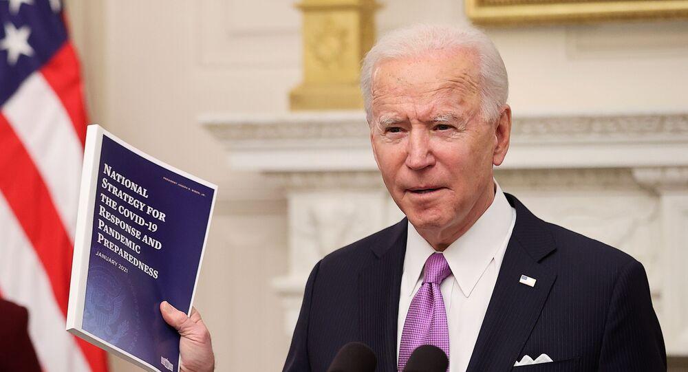Presidente dos EUA, Joe Biden, adota novas restrições para combater a COVID-19, em Washington, EUA, 21 de janeiro de 2021