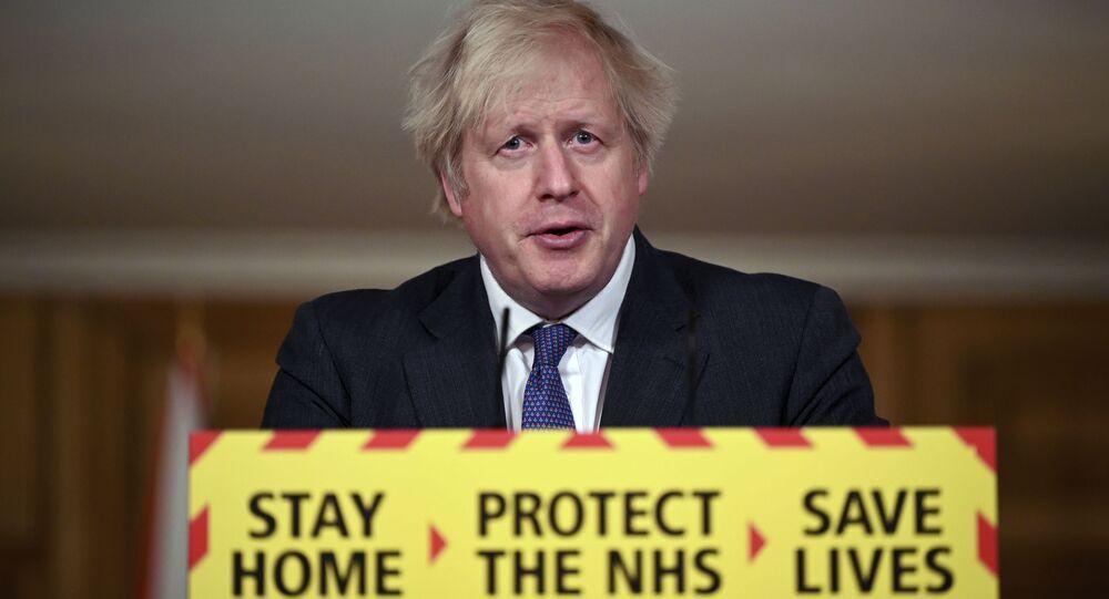 O primeiro-ministro britânico, Boris Johnson, durante entrevista coletiva.