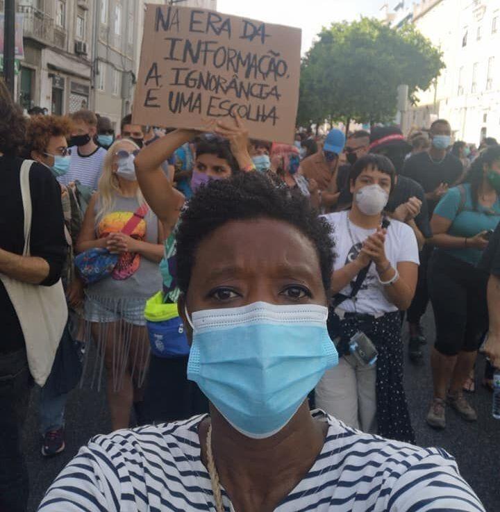 A deputada Beatriz Gomes Dias durante manifestação em Lisboa, em 2020