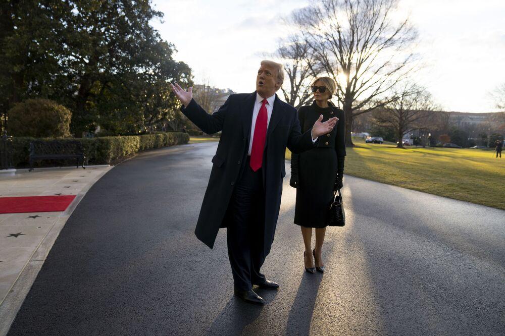 Presidente Donald Trump e primeira-dama Melania Trump deixam a Casa Branca, em 20 de janeiro de 2021