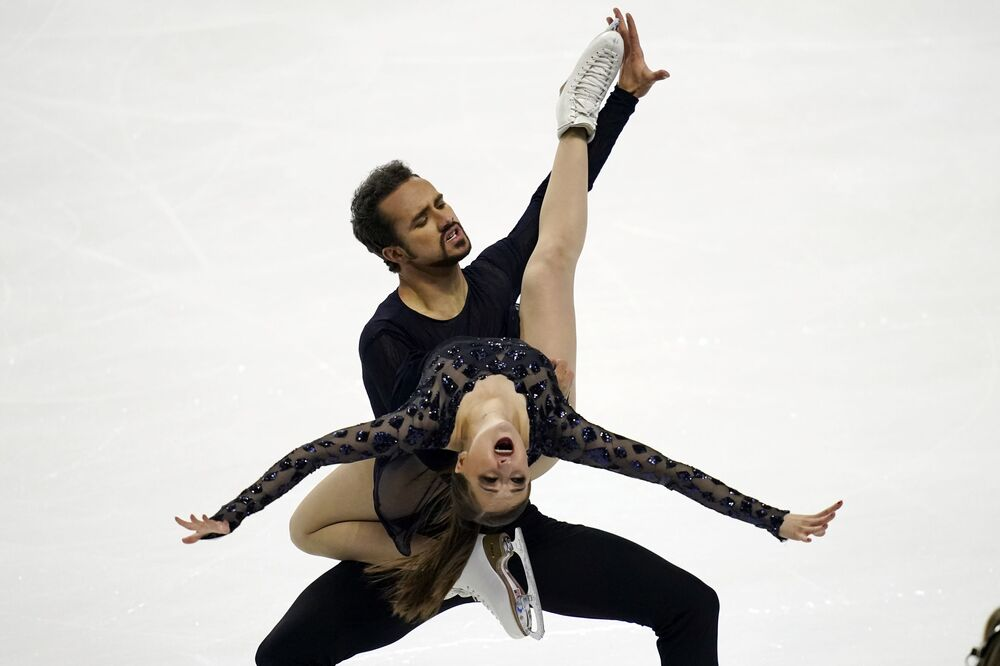 Molly Cesanek e Yehor Yehorov se apresentam durante a prova de dança livre no Campeonato de Patinação Artística dos EUA, Las Vegas, 16 de janeiro de 2021