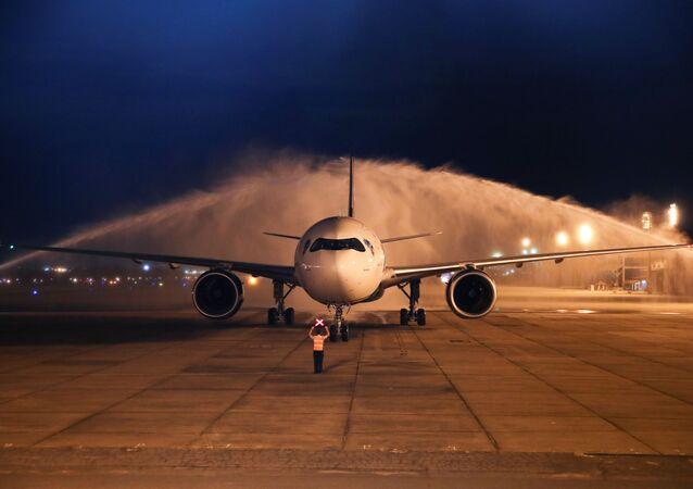 Avião com dois milhões de doses da vacina AstraZeneca/Oxford contra o coronavírus chega da Índia à base aérea Galeão no Rio de Janeiro, Brasil, 22 de janeiro de 2021