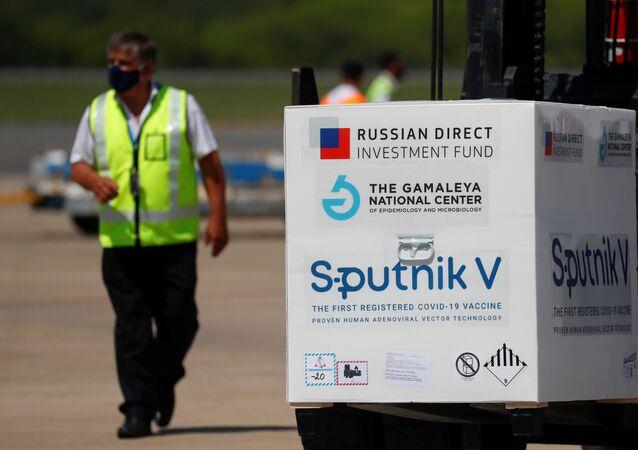 Doses da vacina Sputnik V contra a doença do coronavírus (COVID-19) no Aeroporto Internacional de Ezeiza, Buenos Aires, Argentina, 16 de janeiro de 2021