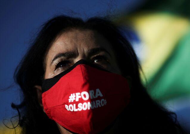 Manifestante a favor do impeachment de Jair Bolsonaro durante manifestações em Brasília, 24 de janeiro de 2021