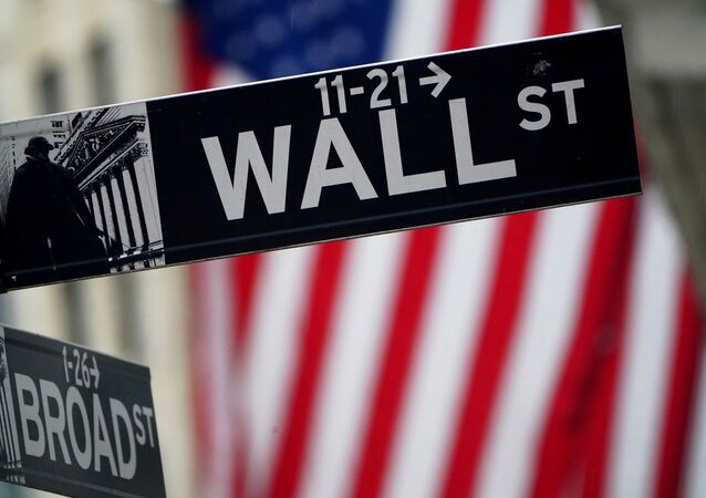 Placa de Wall Street fora da Bolsa de Valores de Nova York, EUA, 2 de outubro de 2020