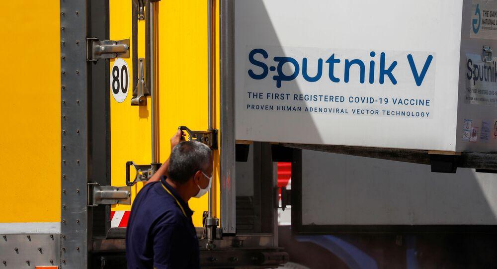 Vacina Sputnik V chega no aeroporto de Buenos Aires, na Argentina