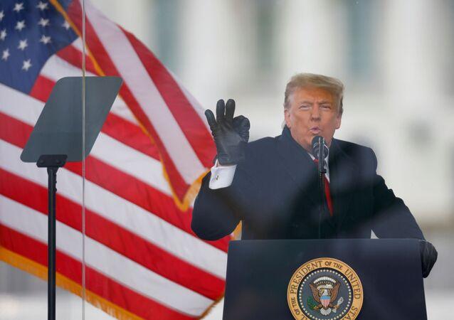 Donald Trump, presidente dos EUA, gesticula durante comício em Washington, EUA, 6 de janeiro de 2021