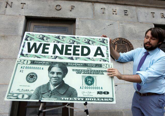 Membros da Câmara dos EUA protestam contra a demora em colocar Harriet Tubman na nota de US$ 20. Foto tirada em Washington, EUA, no dia 27 de junho de 2019.