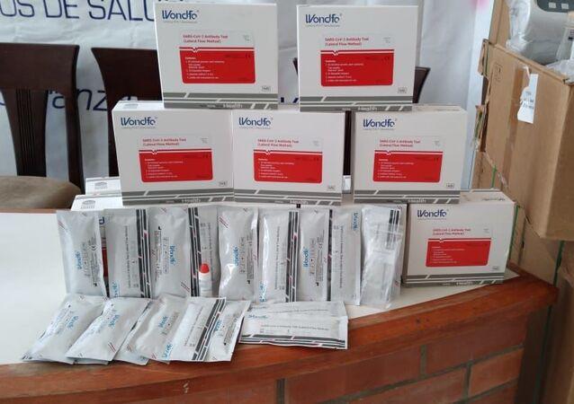 Testes de detecção da COVID-19 doados pela China à Bolívia