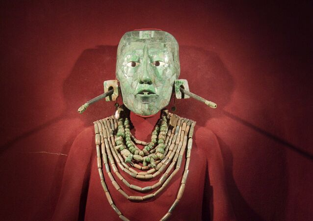 Máscara da morte de líder Maia (imagem referencial)