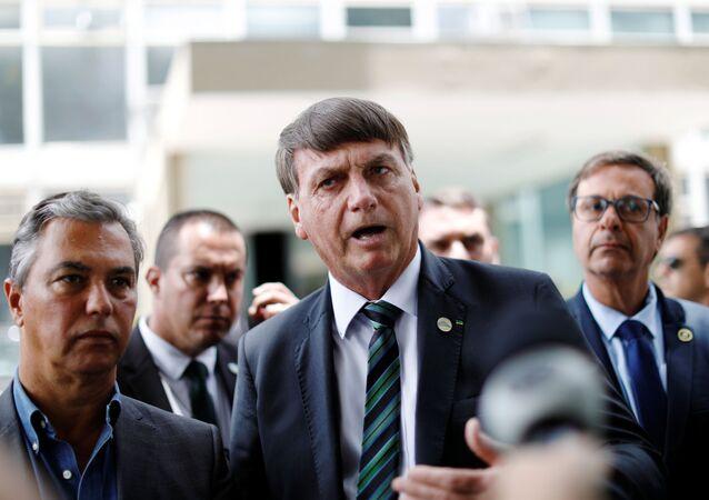 Presidente Jair Bolsonaro conversa com jornalistas após encontro com ministro da Economia, Paulo Guedes
