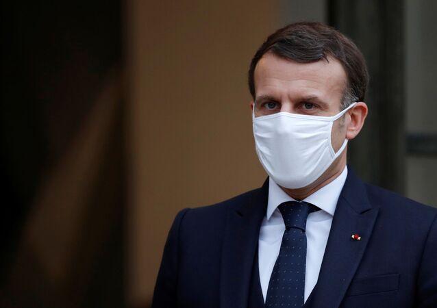 Emmanuel Macron, presidente da França, usando máscara facial, após reunião no Palácio do Eliseu em Paris, França, 27 de janeiro de 2021