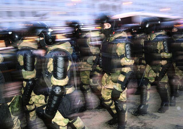 Agentes da polícia durante a manifestação não autorizada de 31 de janeiro em Moscou