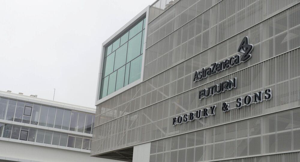 Logotipo da farmacêutica AstraZeneca no exterior dos escritórios da empresa em Bruxelas, Bélgica, 28 de janeiro de 2021