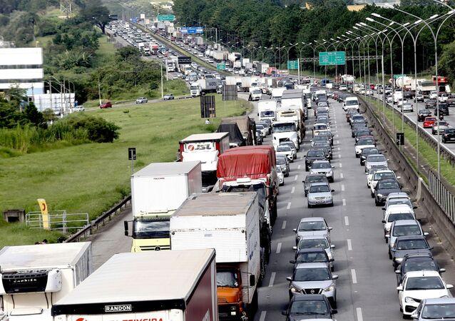 Congestionamento de caminhoneiros na Rodovia Castello Branco, na região de Jandira, na grande São Paulo, 1º de fevereiro de 2021.