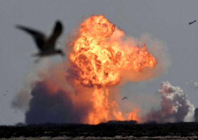 Nave espacial SN9 da SpaceX explode após voo de teste de alta altitude em Boca Chica, Texas, EUA, 2 de fevereiro de 2021