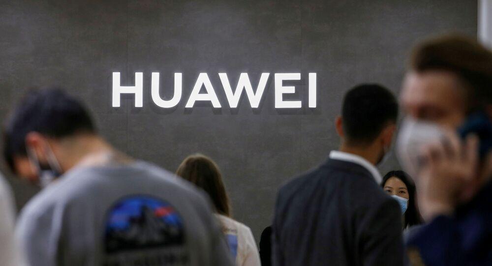 Logotipo da Huawei em feira de tecnologia em Berlim