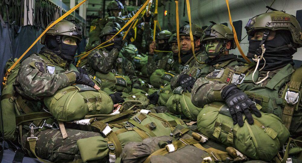 Paraquedistas da Força Aérea Brasileira