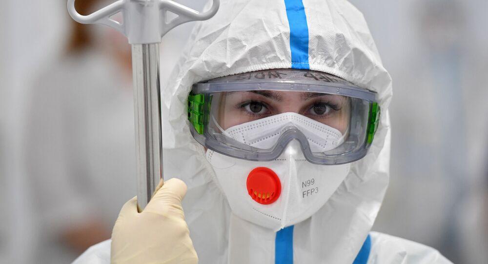 Agente de saúde em hospital na cidade de Moscou, Rússia, 3 de fevereiro de 2021