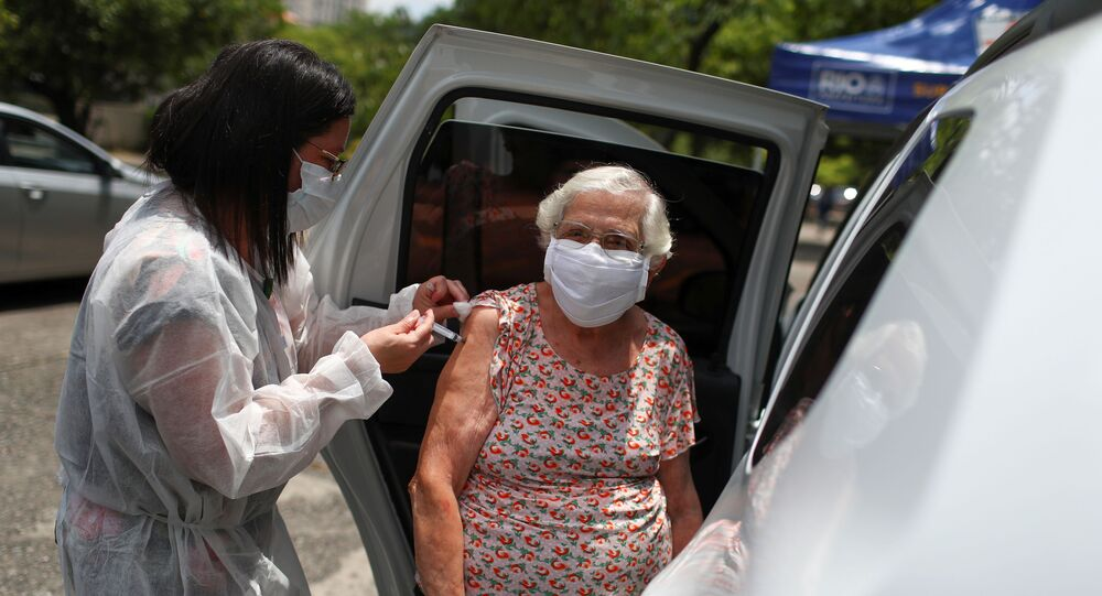 Vacinação de idosos contra COVID-19 no Rio de Janeiro, 5 de fevereiro de 2021