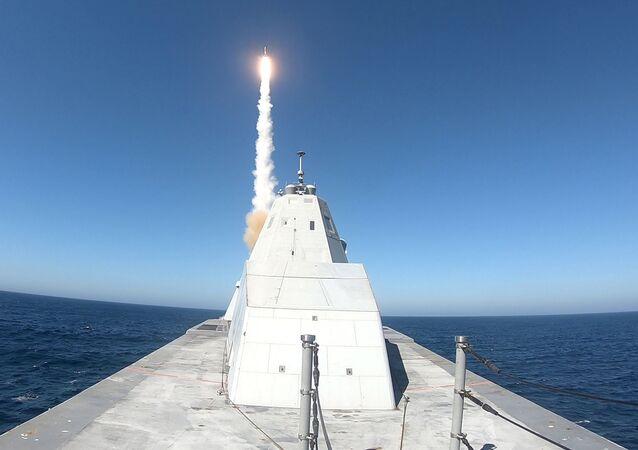 USS Zumwalt (DDG 1000) executa com sucesso o primeiro teste de disparo do sistema MK 57 com um míssil SM-2