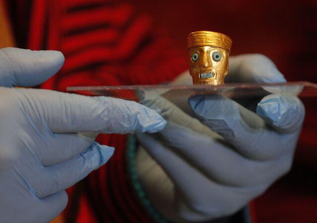 Objeto pré-hispânico sendo apresentado em um museu arqueológico em Tiwanaku, Bolívia, terça-feira, 12 de janeiro de 2020