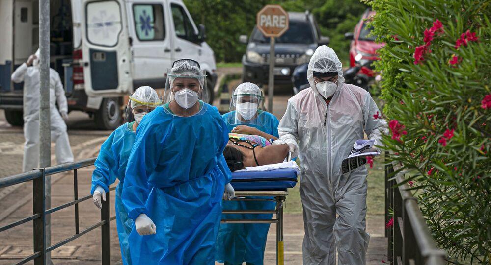 Paciente infectado pela COVID-19 é transferido para UTI em Santarém, Pará, 7 de fevereiro de 2021