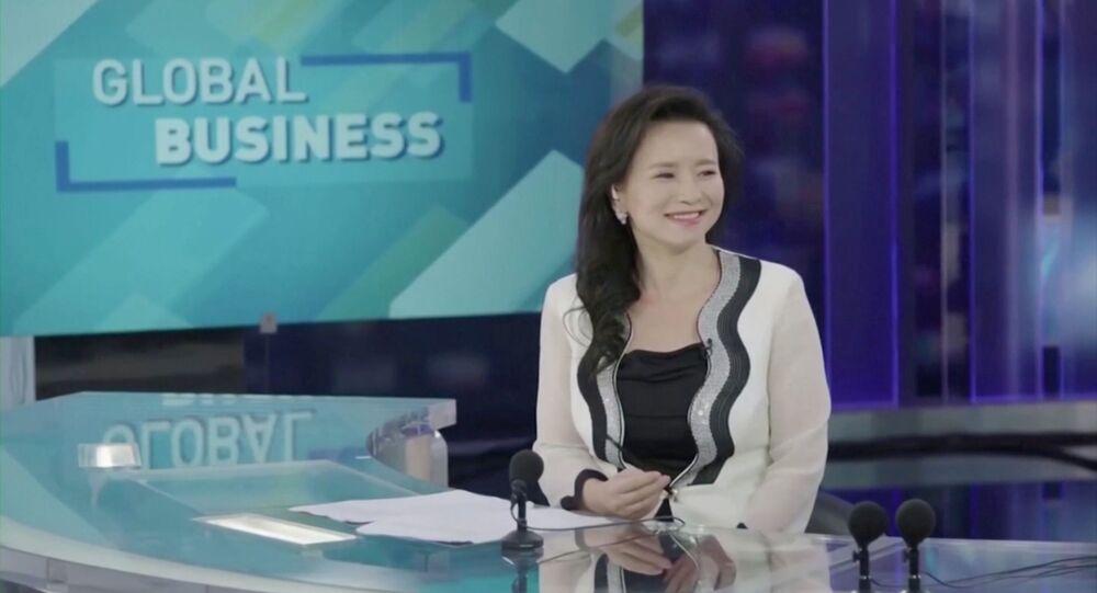 Jornalista australiana Cheng Lei em estúdio de televisão em Pequim, China
