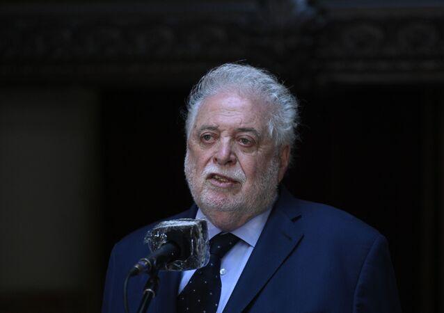 O ministro da Saúde da Argentina, Ginés González García, durante coletiva de imprensa.