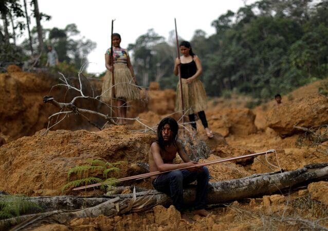 Indígenas da etnia Mura mostram área desmatada próximo ao município de Humaitá, no Amazonas
