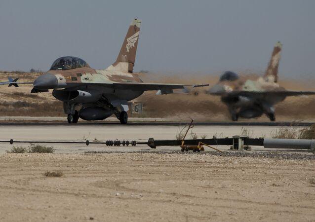 Caças F-16 decolam da Base Aérea de Nevatim (foto de arquivo)
