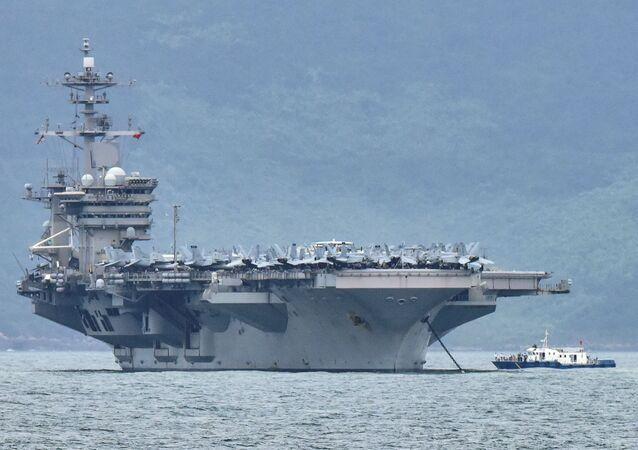Grupos de ataque dos porta-aviões Theodore Roosevelt e Nimitz conduzem operações duplas de porta-aviões no mar do Sul da China