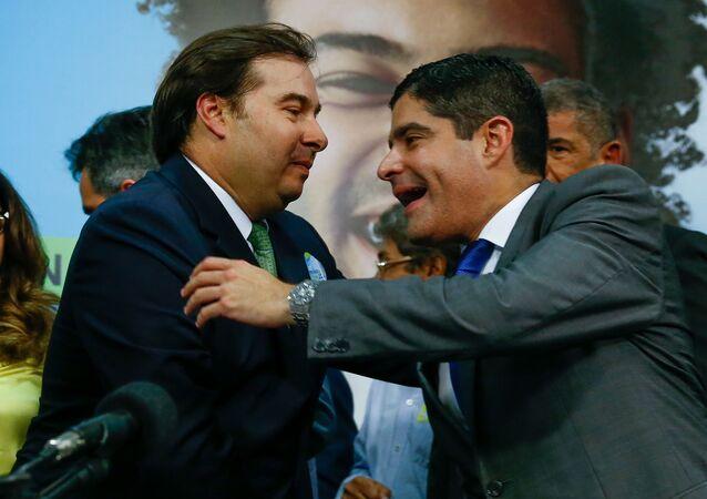 Presidente da Câmara dos Deputados, Rodrigo Maia, cumprimenta o então prefeito de Salvador, ACM Neto, na Convenção Nacional do DEM, no auditório Nereu Ramos, na Câmara dos Deputados, em Brasília (DF)