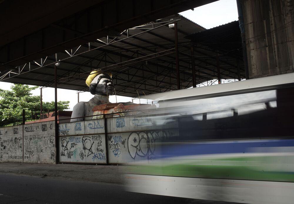 Estátua criada para um carro alegórico do desfile do Carnaval, que acabou sendo cancelado, da Escola de Samba Unidos de Bangu no Rio de Janeiro, Brasil, 9 de fevereiro de 2021