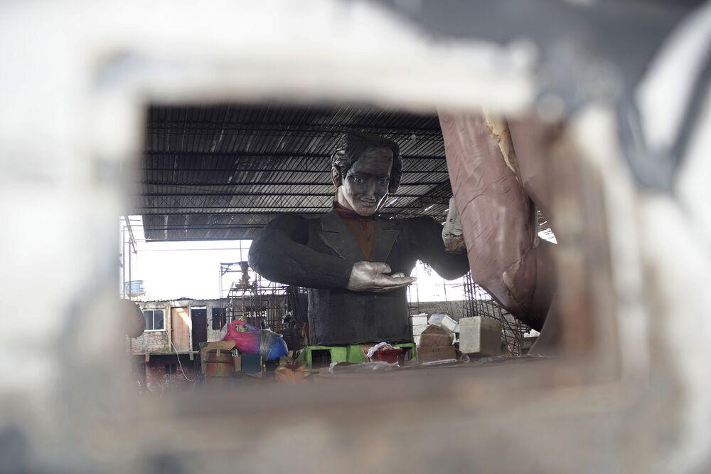 Escultura criada para o desfile do Carnaval 2021, que foi cancelado devido à pandemia da COVID-19, na Escola de Samba Unidos de Bangu no Rio de Janeiro, Brasil, 9 de fevereiro de 2021