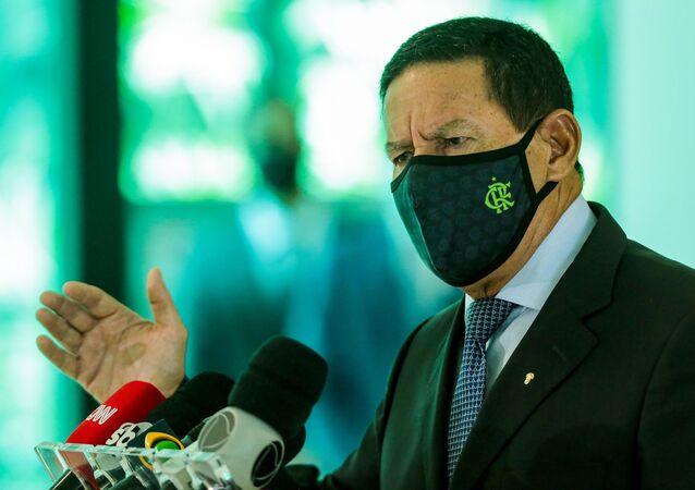 O vice-Presidente Hamilton Mourão na coletiva após reunir-se na 4ª Reunião do Conselho Nacional da Amazônia Legal (CNAL) em Brasília.